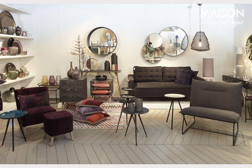 En un estilo industrial revisado, una pequeña, hermosa y sólida cómoda cómoda
