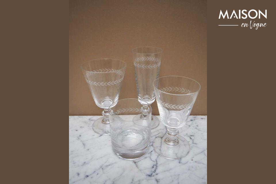 La copa de vino con un motivo de laurel, un toque de originalidad