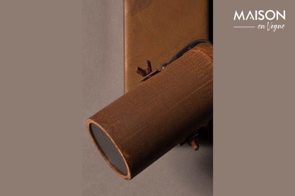 Foco de acero con apariencia oxidada