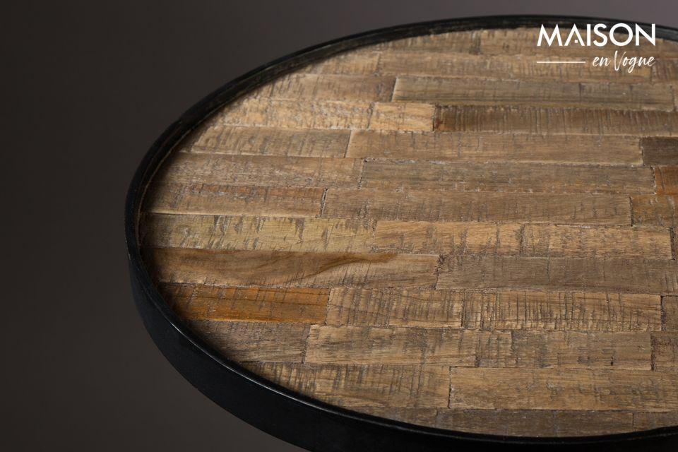 El marco de mesa está hecho de acero lacado negro para un toque industrial
