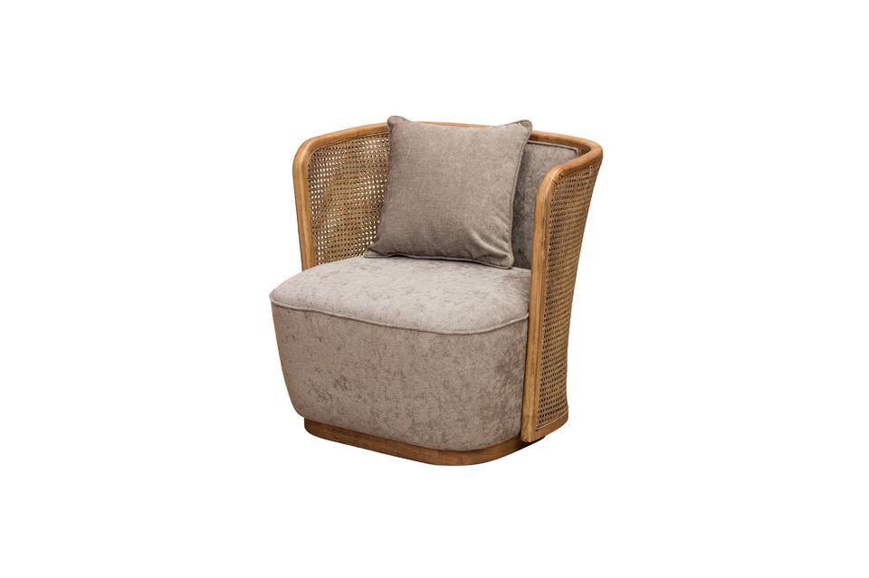Este sillón combina la combinación original de ratán tejido y poliéster