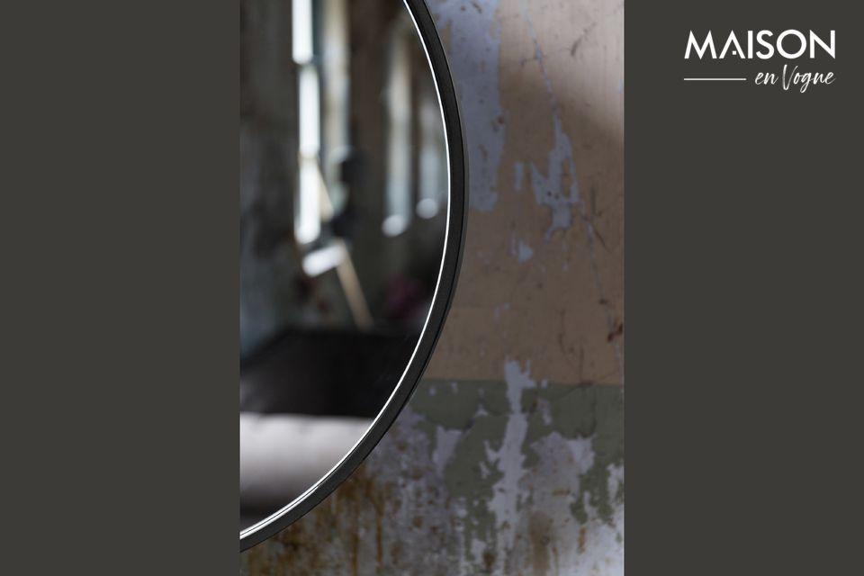 Attractive Mirror está disponible en varios tamaños y colores