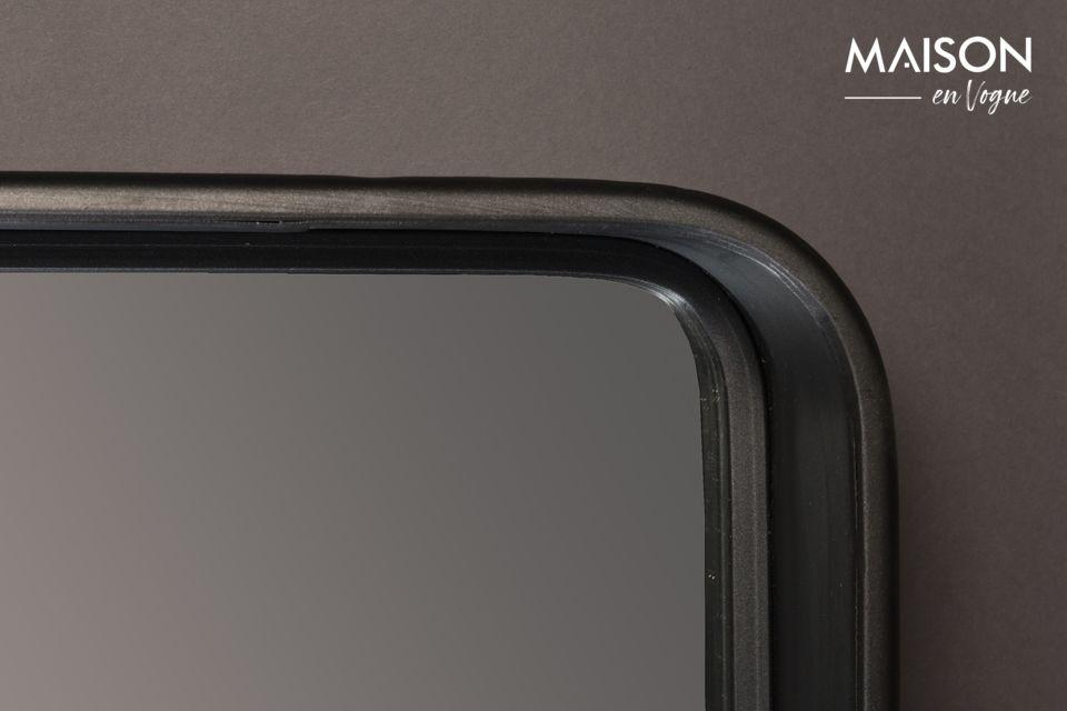 El espejo Bradley de Dutchbone le ofrece simplicidad con este espejo hecho de un marco de metal