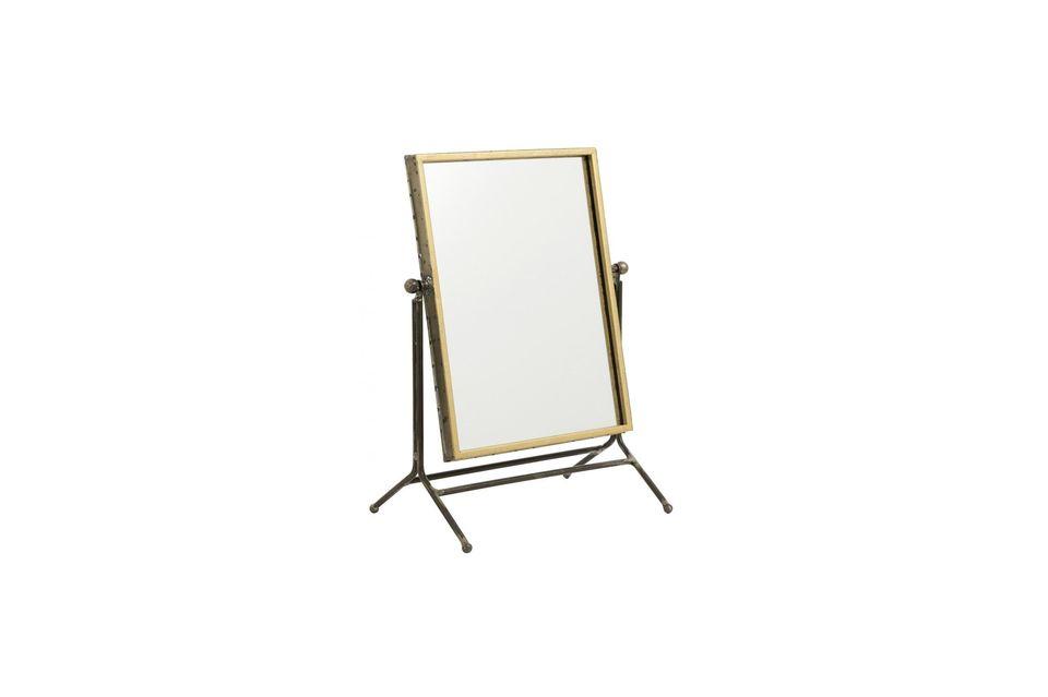 Un espejo de mesa con un encanto antiguo