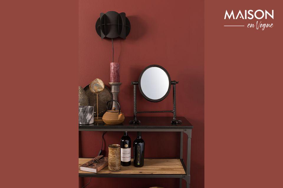 El espejo del Halcón negro descansa sobre dos poderosas garras afiladas que puedes instalar en la