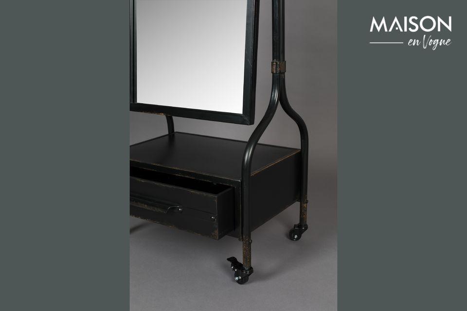 Este espejo de cristal con marco de hierro le seducirá por su acabado anticuado y su aspecto