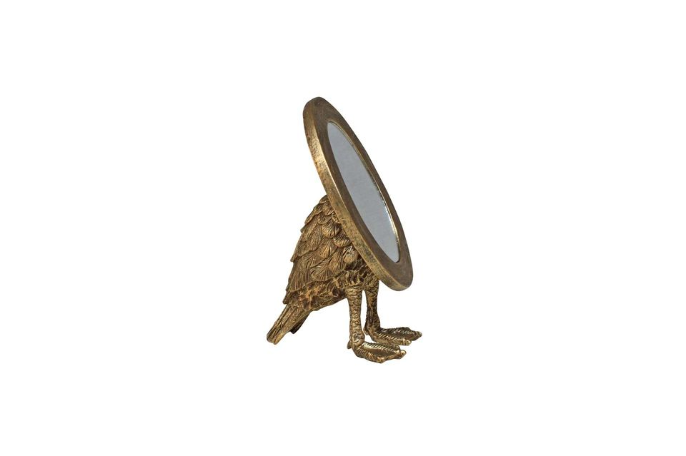 Ovalado y dorado, el espejo de Sorbiers parece a primera vista una creación clásica