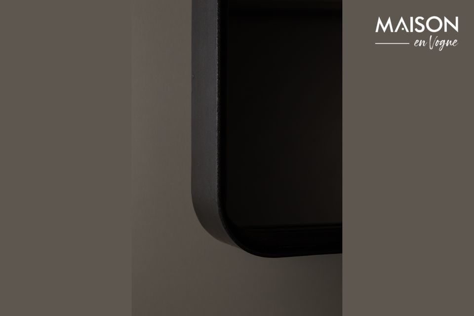 Este producto está hecho de un marco de forma rectangular de hierro revestido de polvo negro