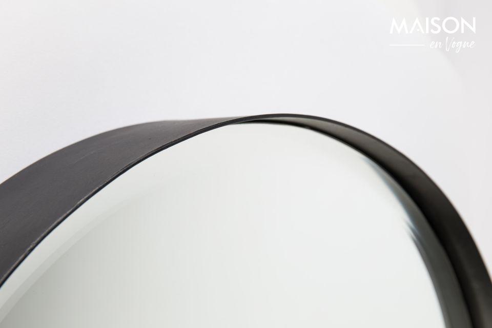 Un moderno espejo circular facetado
