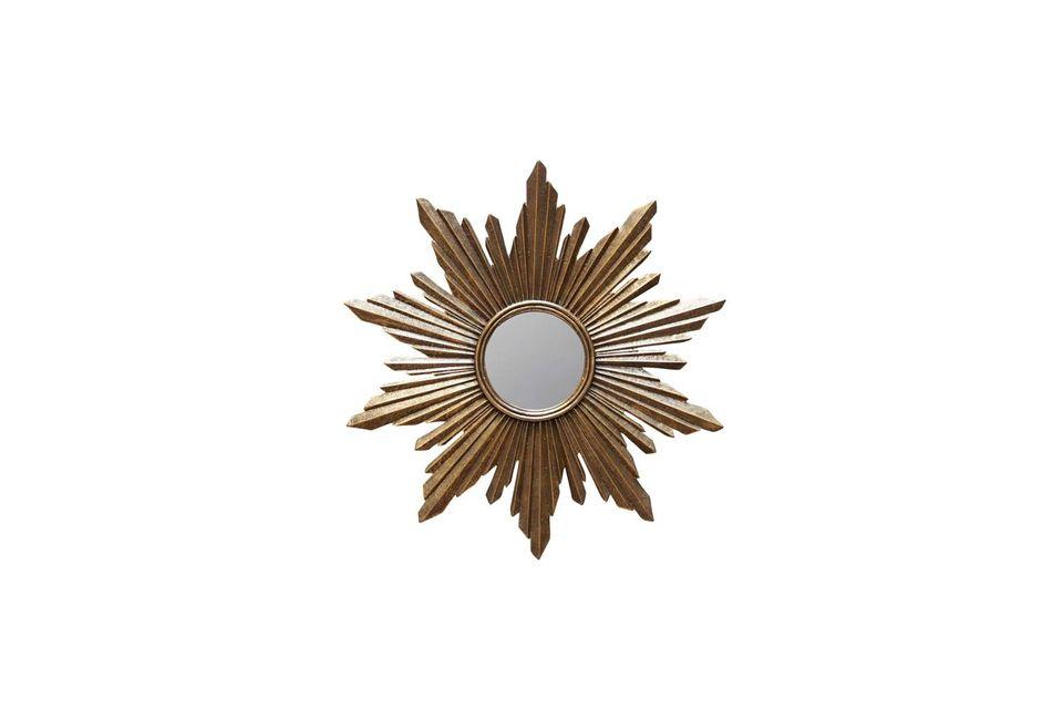 Enmarcado por rayos de resina dorada, el espejo solar de Segrois es intrigante