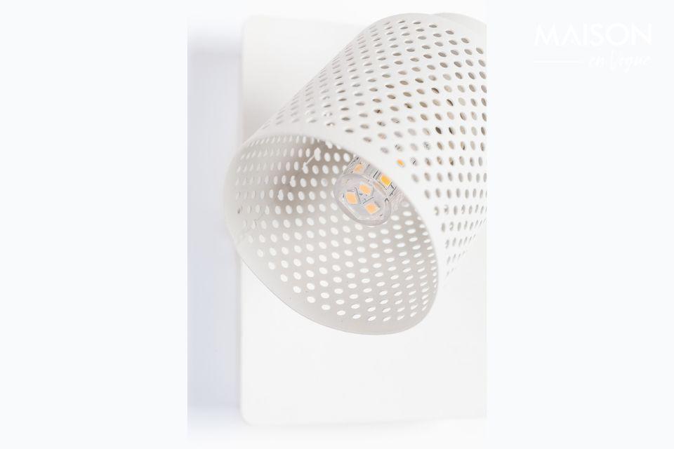 Un foco totalmente blanco que puede ser montado en una pared o en el techo.
