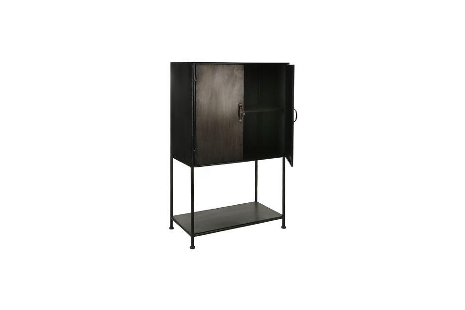 Un armario de metal con líneas limpias y diseño moderno