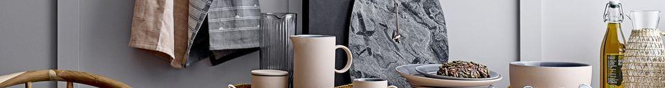 Descriptivo Materiales  Jarra de Daphne en vidrio transparente