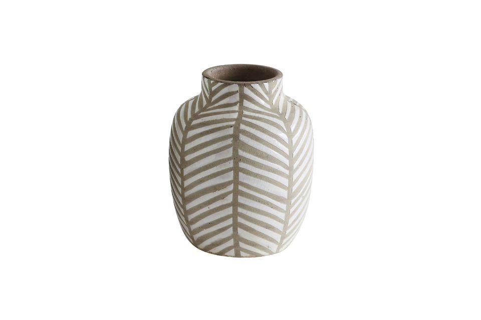 Este jarrón de 18 cm de alto está hecho de terracota blanca con una bonita decoración marrón de