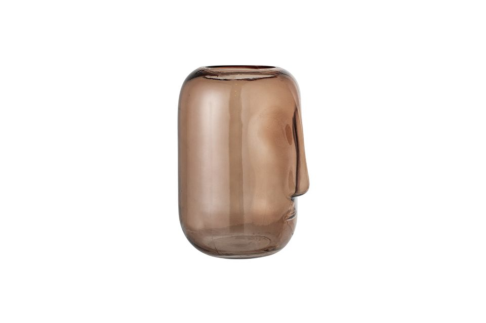 Este jarrón marrón representa un rostro reinterpretado de una manera muy moderna