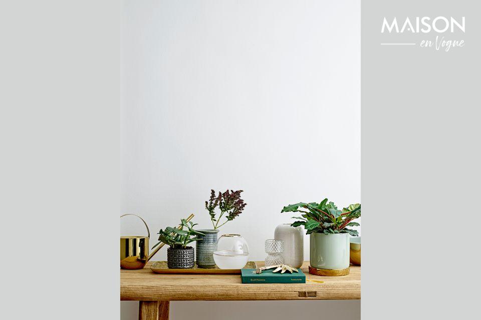 Un jarrón elegante y de diseño