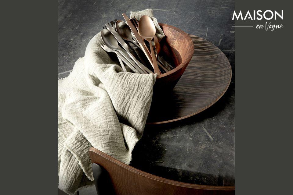 Puede disfrutar de un completo surtido de cubiertos tanto para las comidas diarias como para las