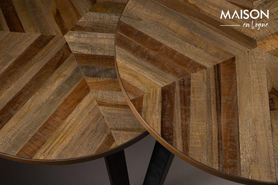 Cada mesa tiene una altura diferente para crear un equilibrio: 50 y 55 cm