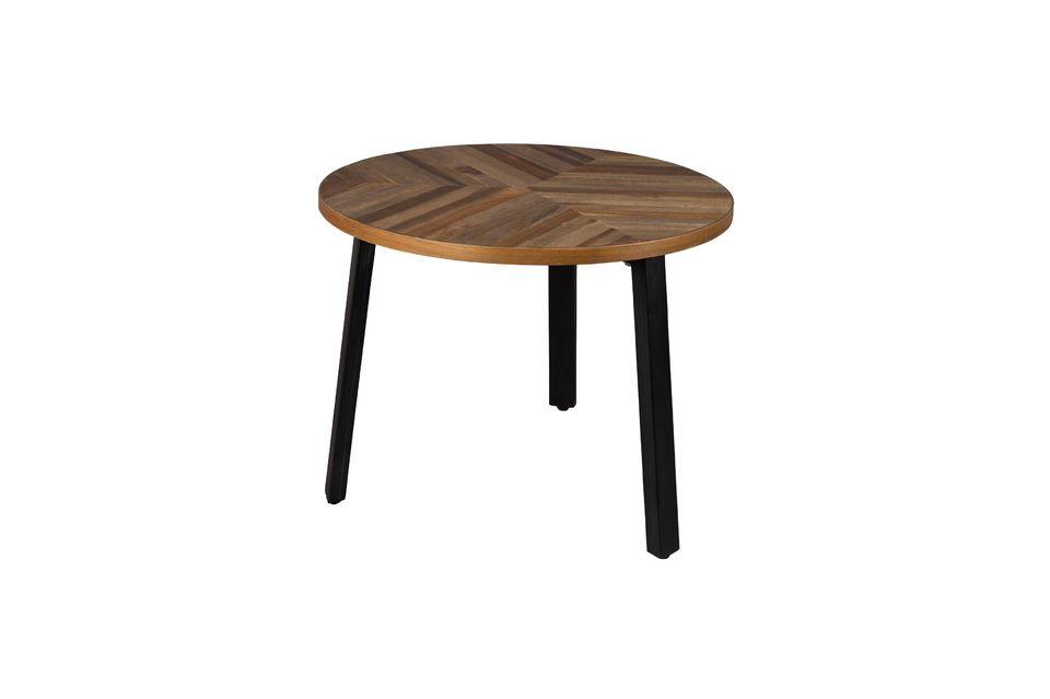 La originalidad de las mesas radica en el hecho de que las tablillas de madera son de diferentes