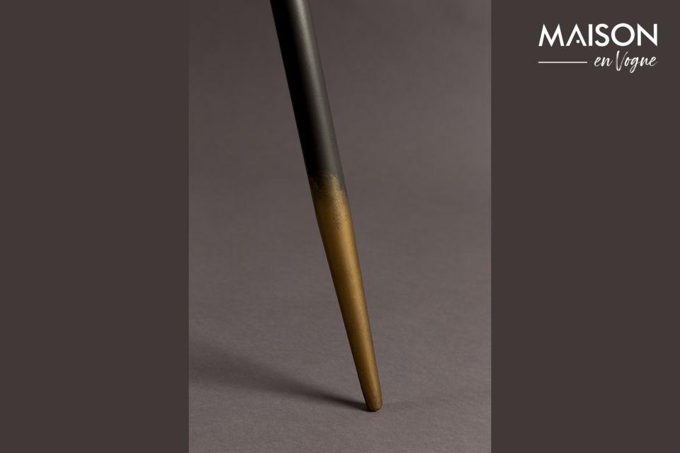 La parte superior es de hierro lacado gris de 40 o 45 cm, dependiendo de la mesa