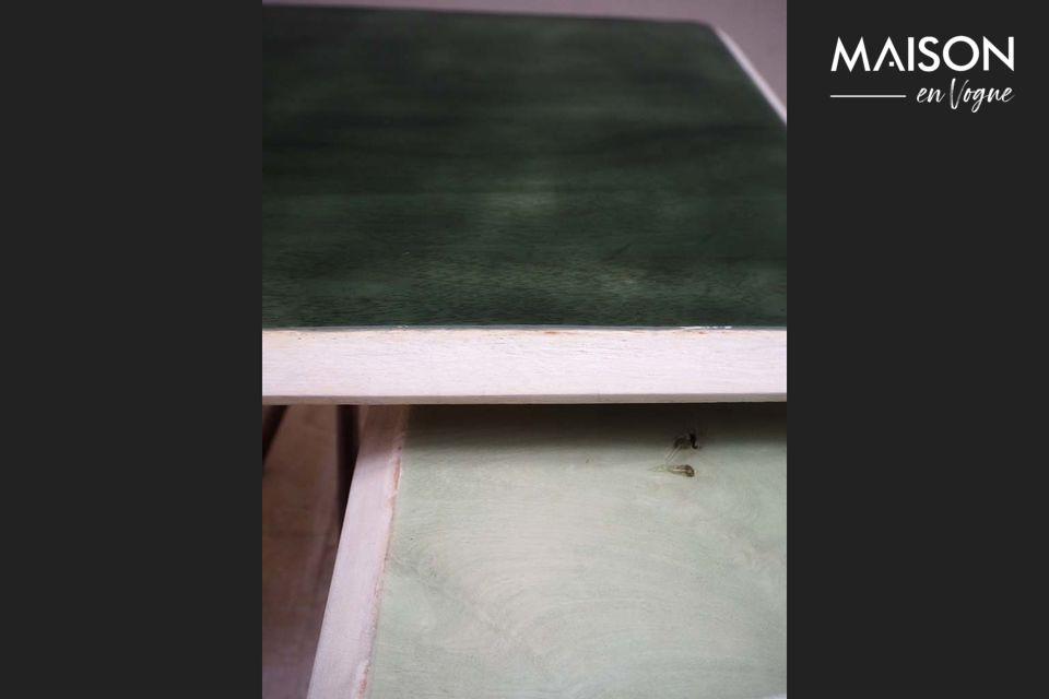 Dos mesas delgadas y elegantes en un diseño que hace juego