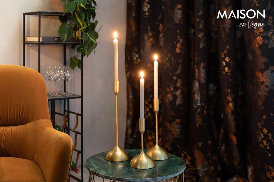 Las velas son indispensables para una chimenea caliente