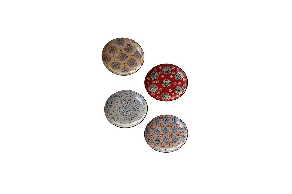 Un juego de 4 platos de cerámica