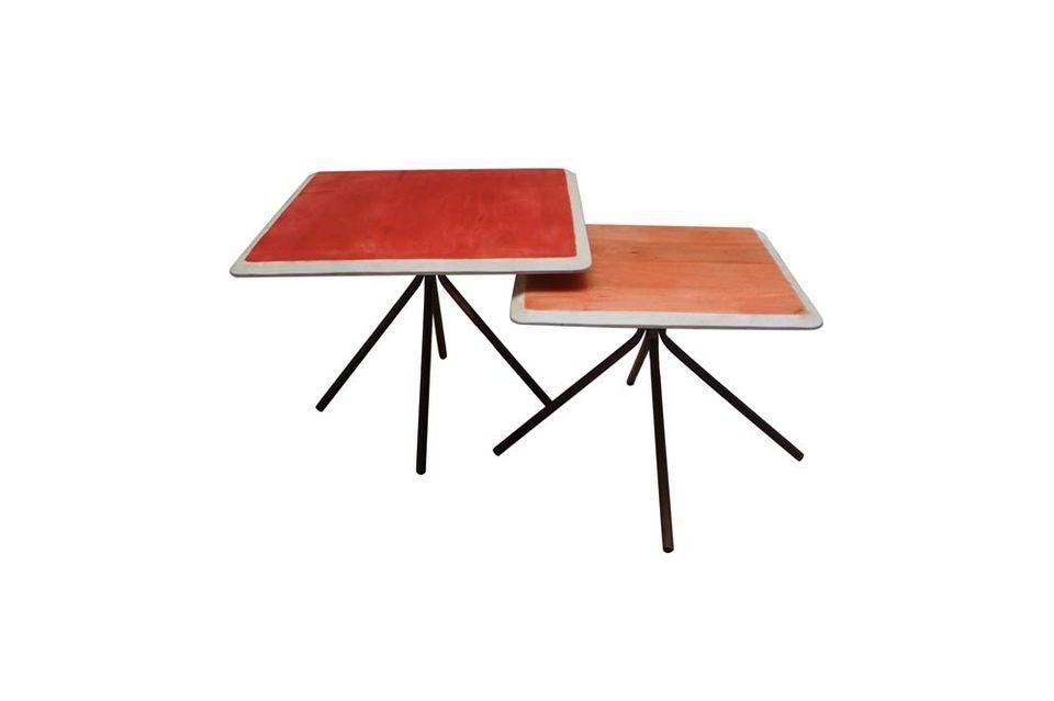 Colorido con sus dos mesas laterales rectangulares de madera lacada