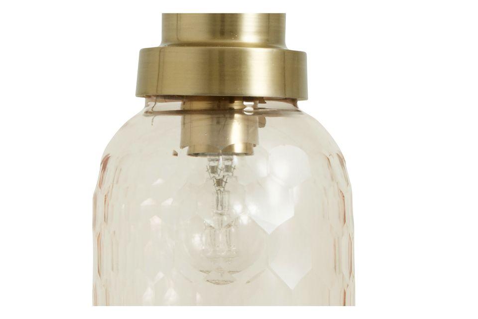Una lámpara colgante en vidrio trabajado rosa
