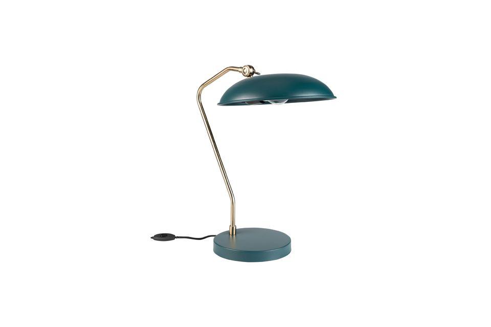 Pero lo esencial está en otra parte: Liam es una sólida lámpara de escritorio