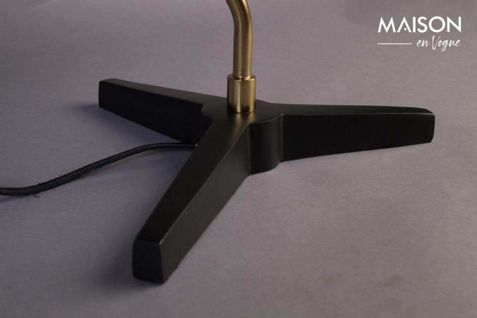 El difusor ancho también es de metal negro mate