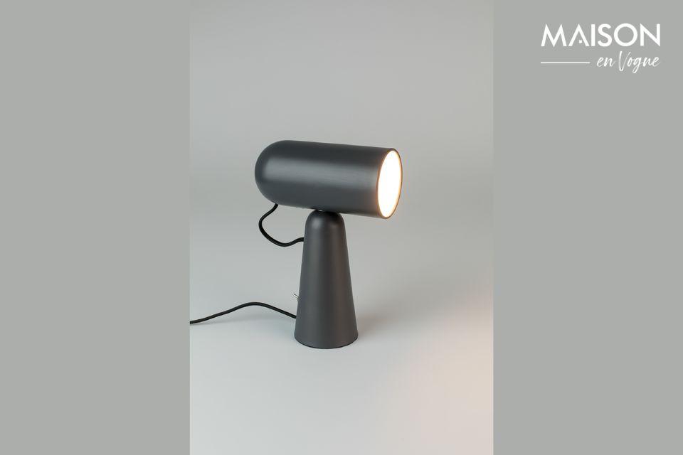Una lámpara de escritorio de hierro lacado basculante