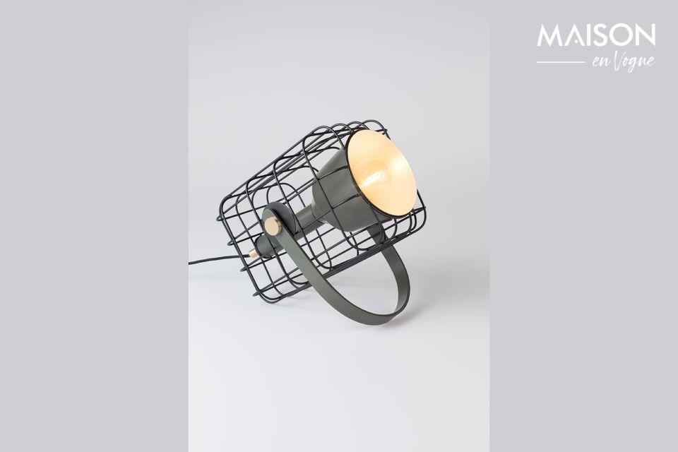 Una lámpara de mesa industrial