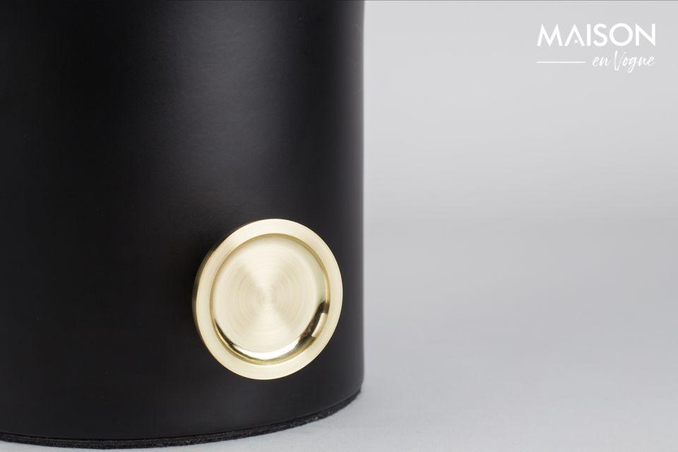 La lámpara de mesa Moody negra es un accesorio útil, elegante y refinado