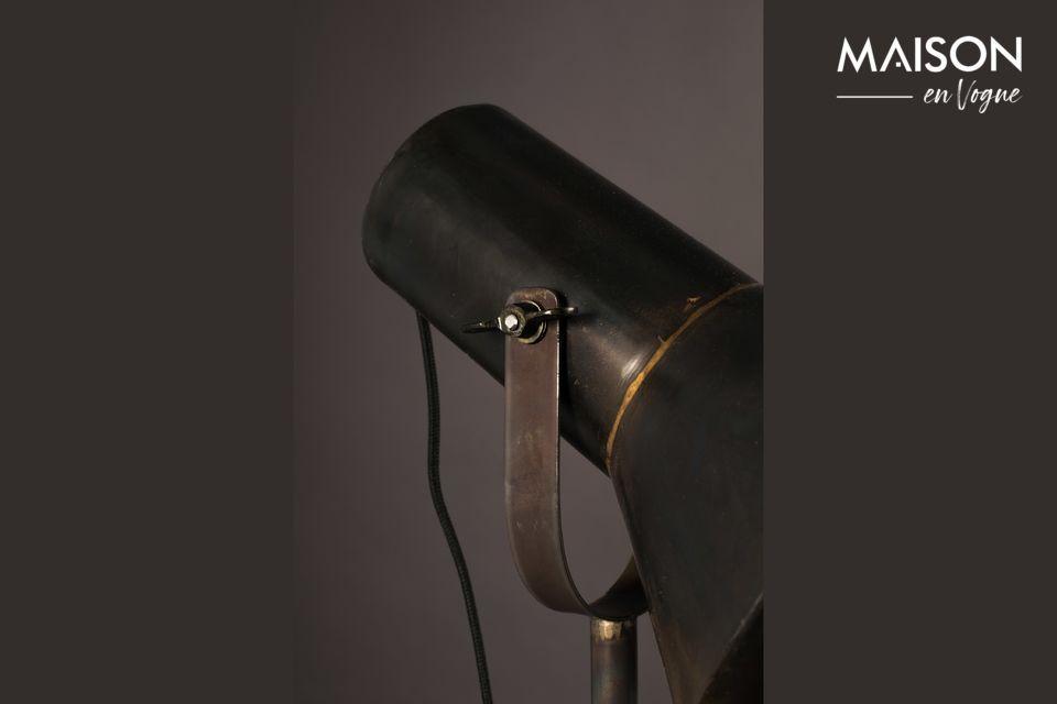 Es muy práctico con su difusor basculante, que ofrece un gran confort de iluminación
