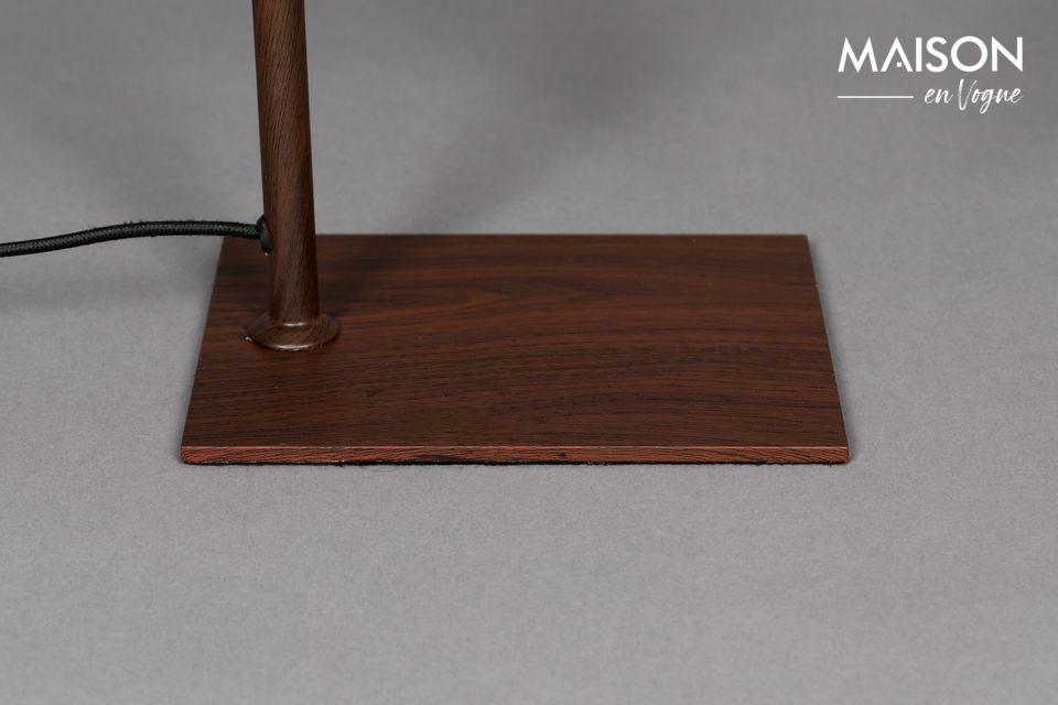 La lámpara de mesa Suoni propuesta por la marca de diseño Dutchbone recuerda a los típicos
