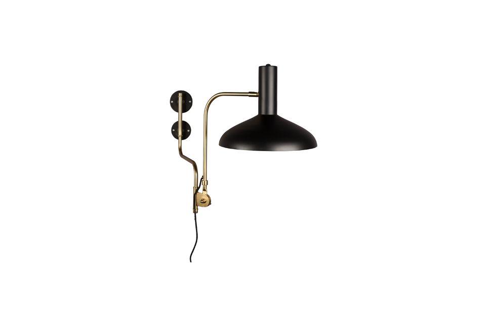 El soporte de la pared y la pantalla de la lámpara están hechos de hierro negro mate