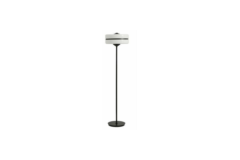 Esta lámpara de piso y su forma única será ideal para las salas de estar más contemporáneas