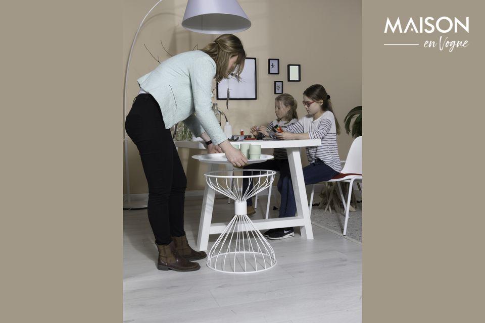 Una lámpara de piso de diseño para un interior contemporáneo