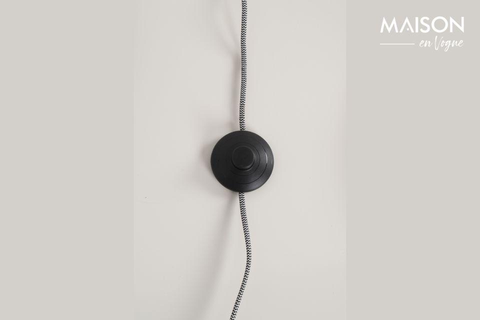 La pantalla de la lámpara basculante revela un diseño ligero pero muy moderno