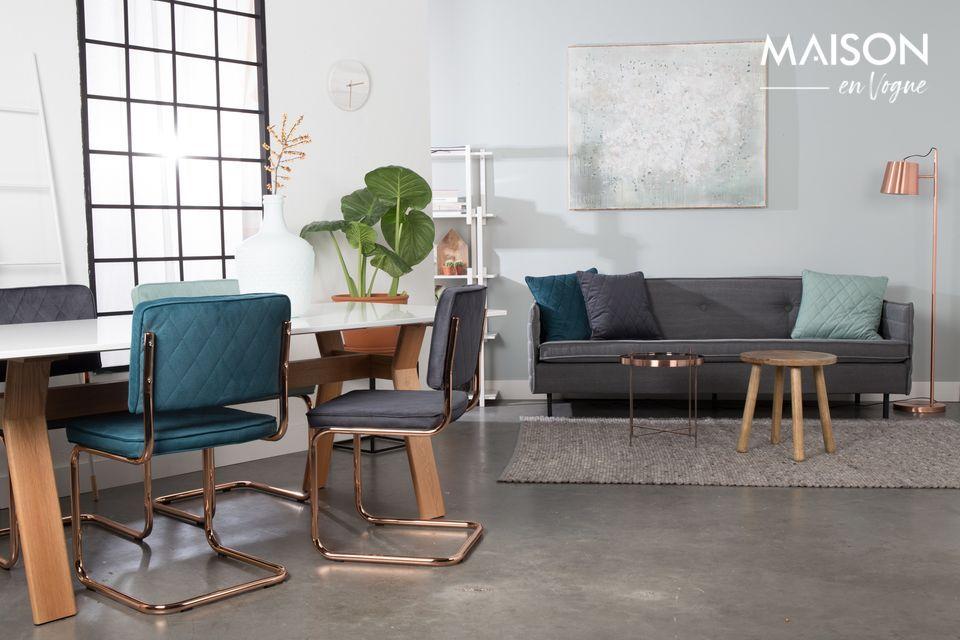 Con sus líneas limpias y sobrias, esta lámpara de piso trae una suave luminosidad a su hogar
