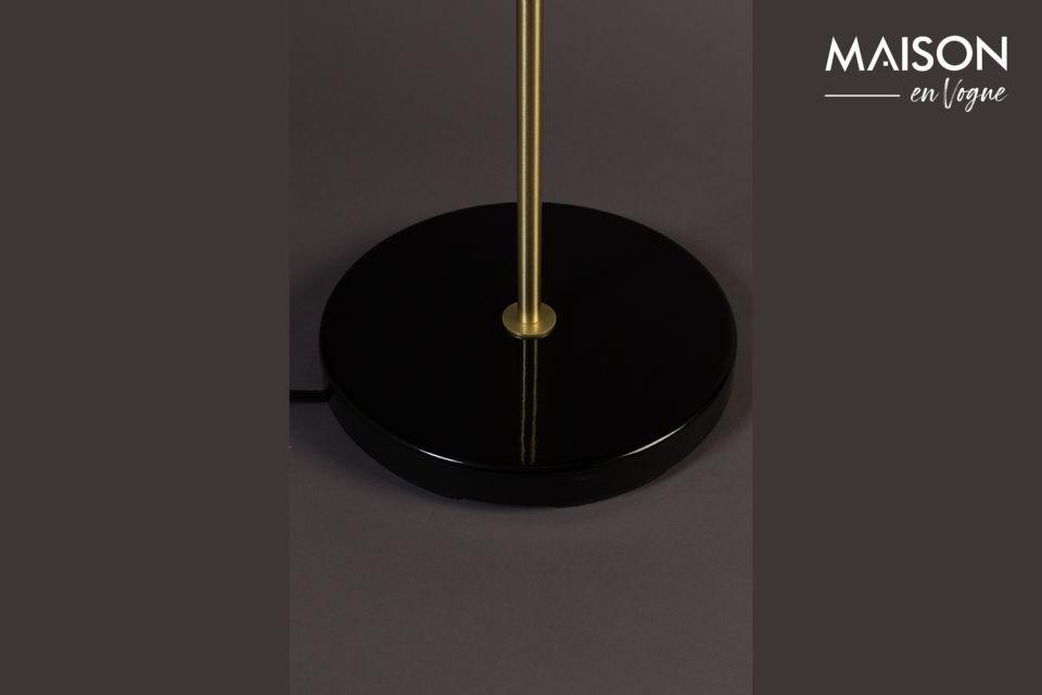 Una silueta perfecta para esta encantadora lámpara de pie