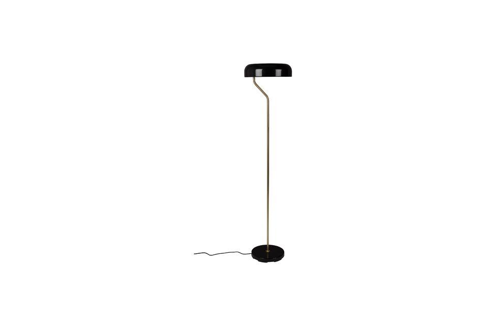Delgada y discreta, esta lámpara de pie le encantará por su diseño puro pero encantador
