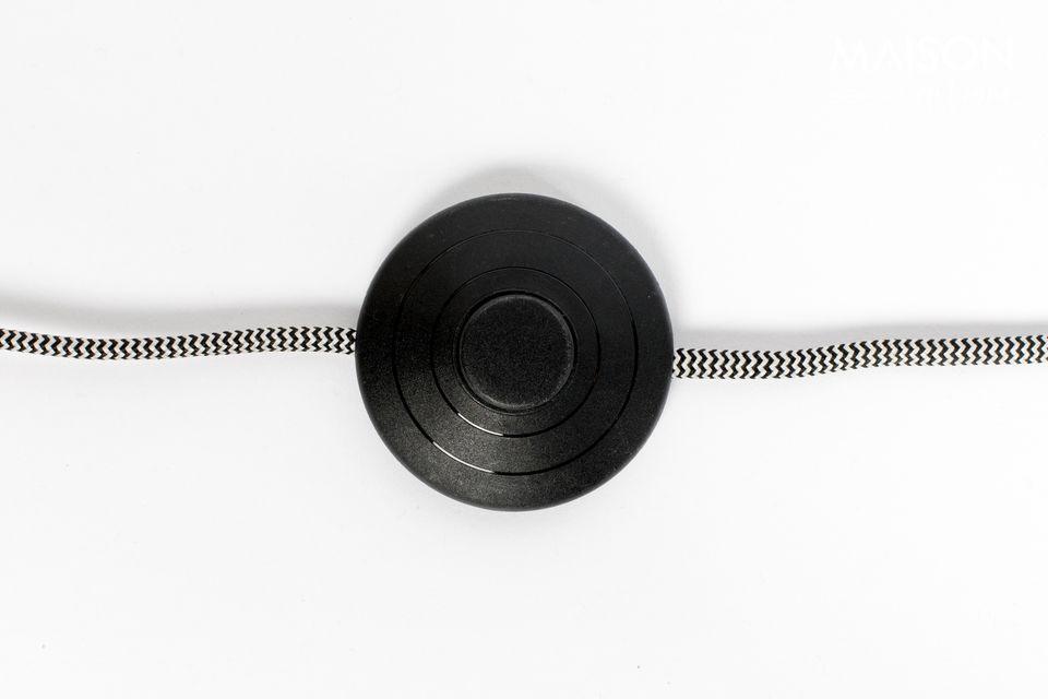 El cable está cubierto con una textura de poliéster