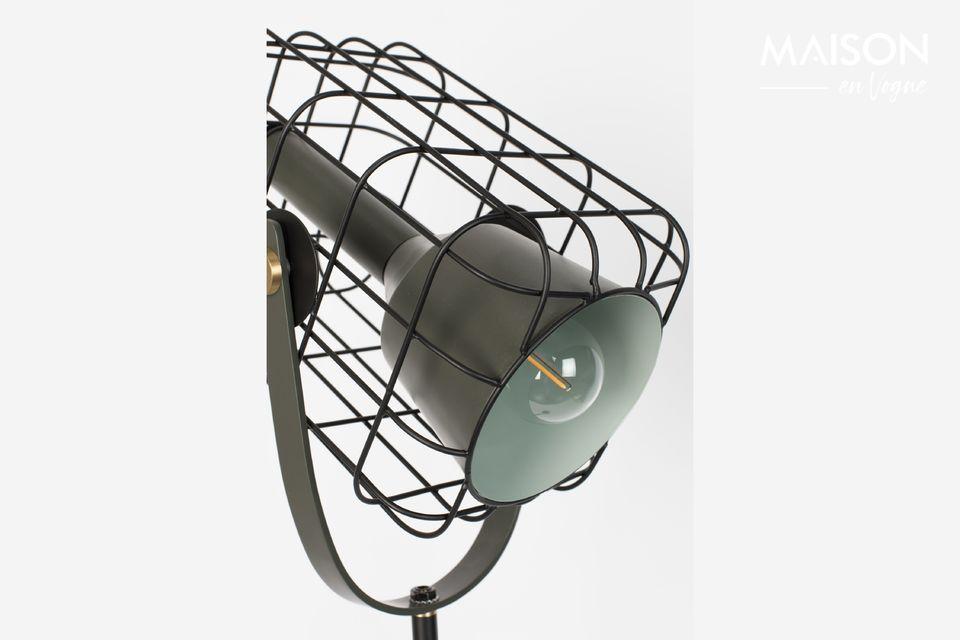 Una lámpara de pie con un toque de diseño industrial moderno