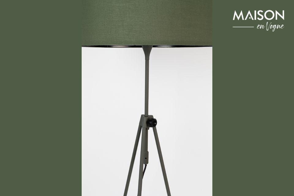 Esta lámpara de pie es también un accesorio muy práctico para el uso diario