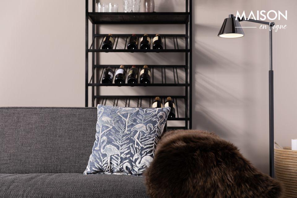 Un diseño simple para una lámpara de pie práctica y moderna