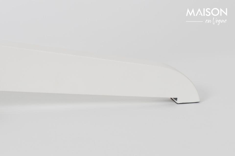 La pantalla de la lámpara es una atrevida mezcla de lino y algodón