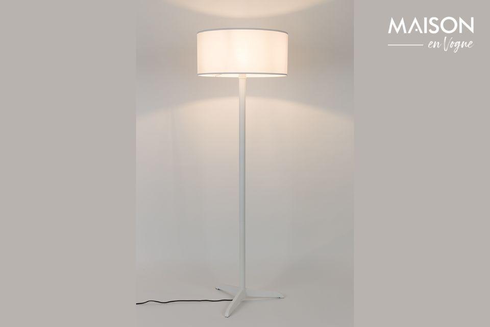 Una simple pero distinguida lámpara de piso para una decoración contemporánea