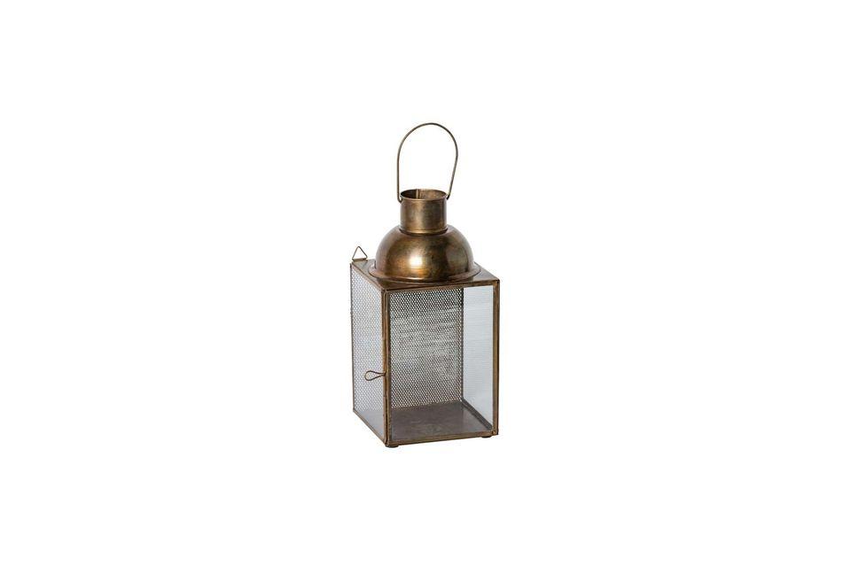La luz tenue de la linterna colgante Jali creará una atmósfera acogedora en el salón